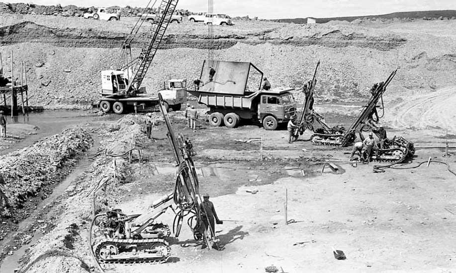 El Chocón: Excavaciones en roca