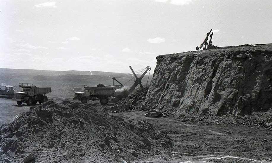 El Chocón: Excavaciones en roca.