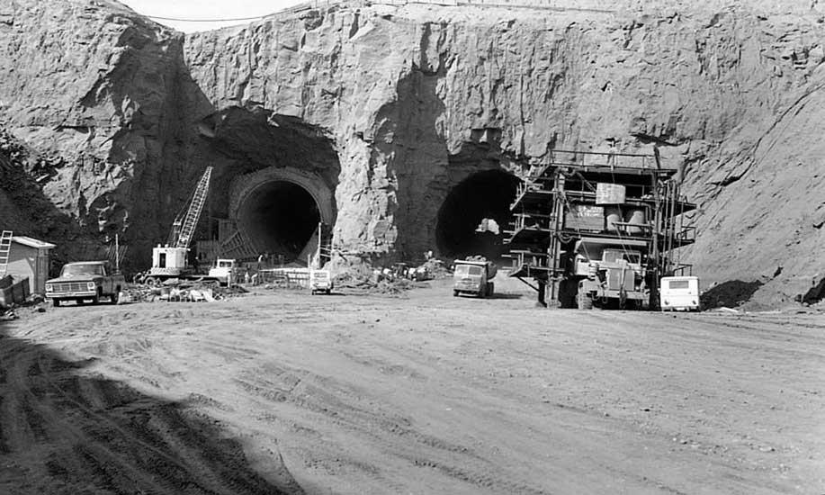 El Chocón: Los túneles