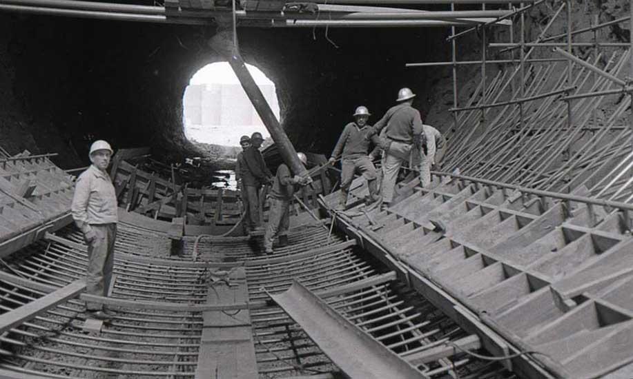 El Chocón: Trabajadores en el túnel