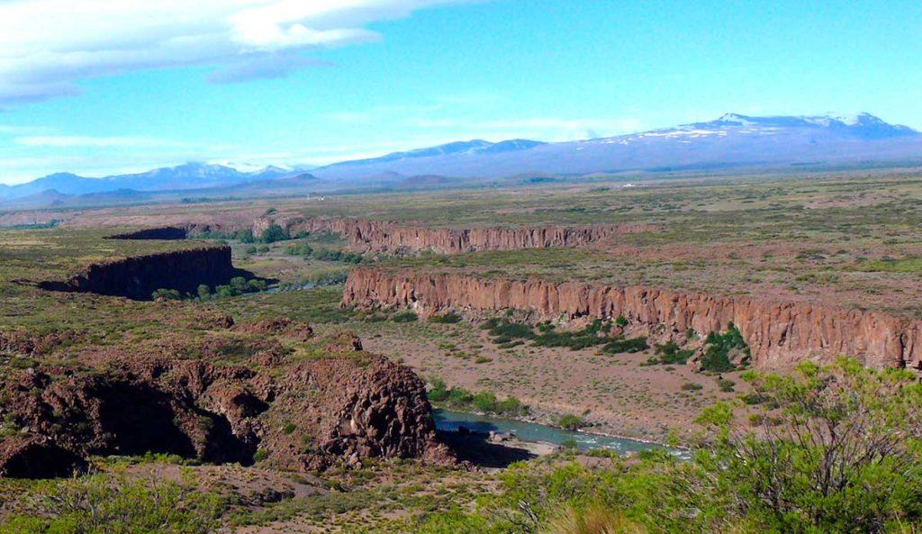 Valle del río Agrio en la región de Loncopué, provincia del Neuquén.