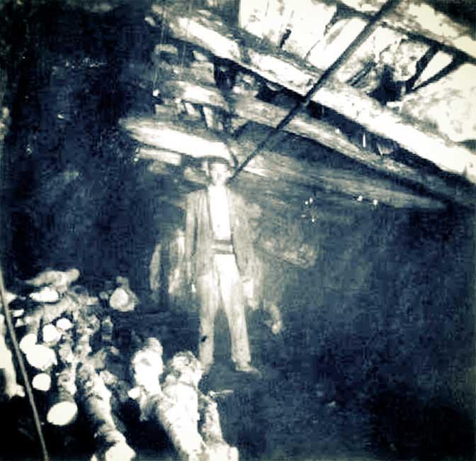 Mina Santa Marta. Vista de una labor en el nivel 41m con su enmaderamiento.
