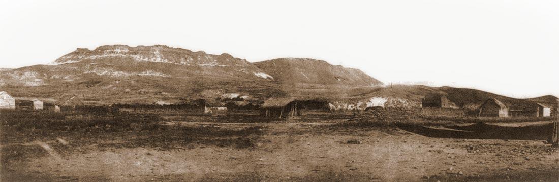 Cuarteles de Chosmalal. Foto tomada durante la expedición de  1896