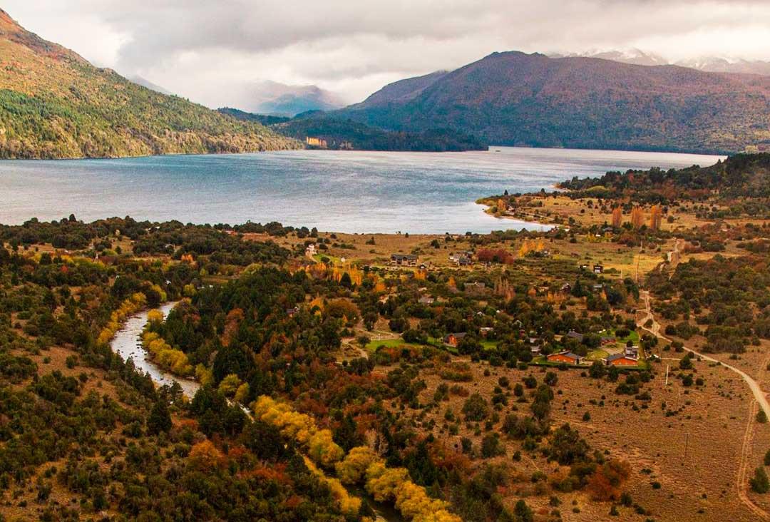 Río Quilquihue en la actualidad, en su nciente en el lago Lolog.