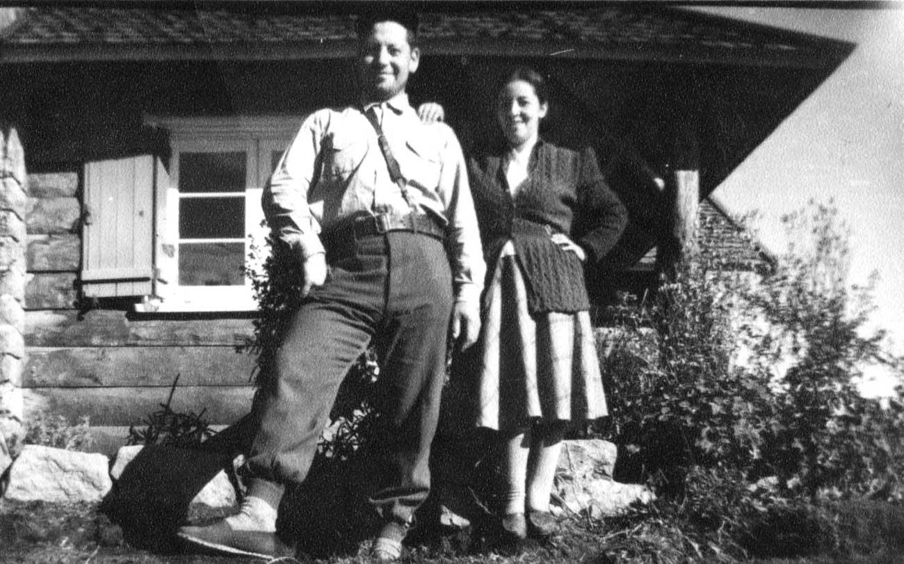 El guardaparque Antonio Saavedra y señora, en Epulafquen.