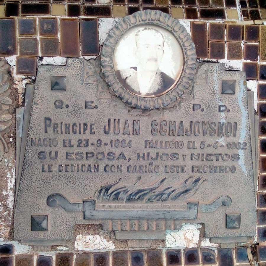Homenaje familiar a Juan Schajovskoi en el cementerio chaqueño de Charata. Foto de Juan A. Schahovskoi.