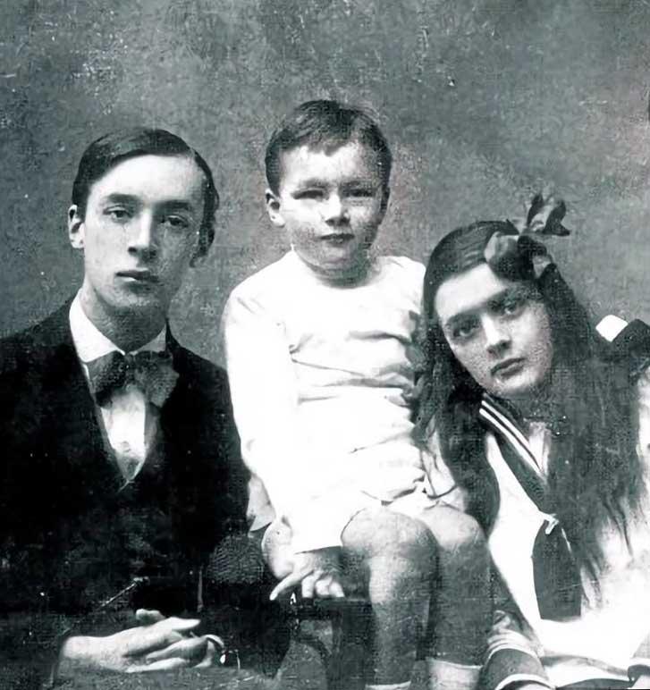 Vladimir y Olga con el hermano menor.