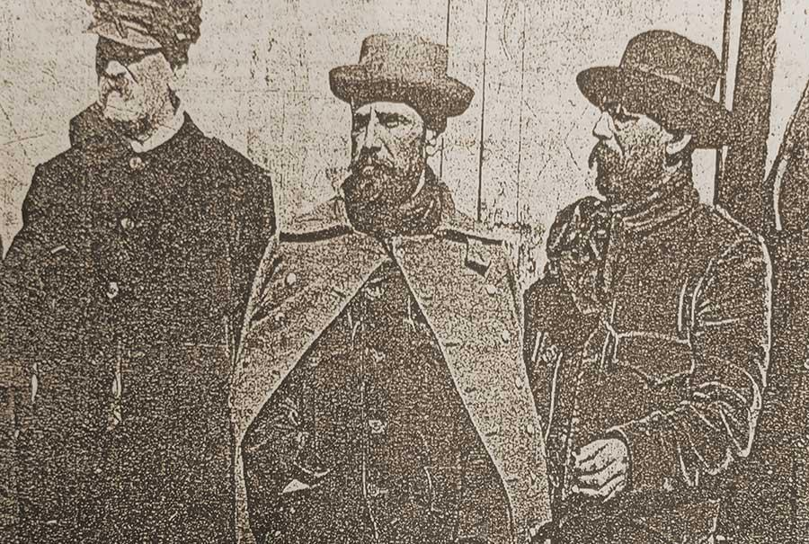 De izquierda a derecha: Manuel Olascoaga, Corydon P. Hall y probablemente Arturo Gilderdale