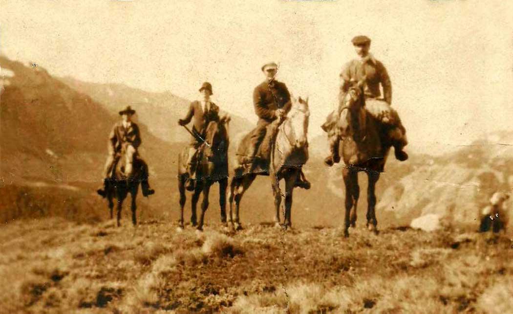 Miguel Camino, Marta y Carlos Ezcurra y un baqueano