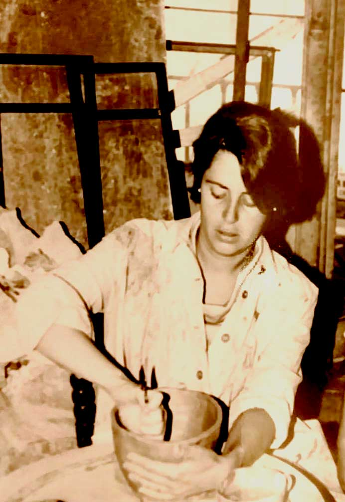 Sara en el taller de Madrid. Foto de Pablo Martínez Viademonte.