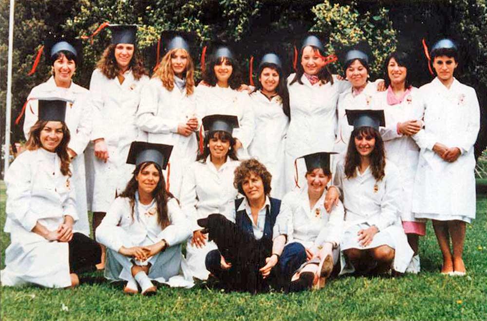 Egresadas de ISFD N° 3, 1986. Foto de María Celia Maglione