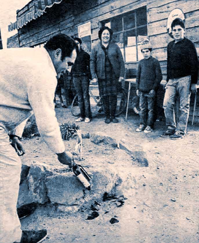 El optimista Prunetti. El es parte de la historia de pueblo. En la botella guardó el acta de fundación del nuevo Picún. Es además dueño del almacén y concejal.