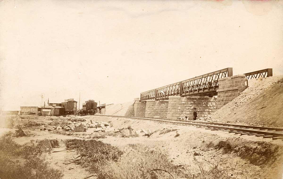 Puente ferroviario en construcción.