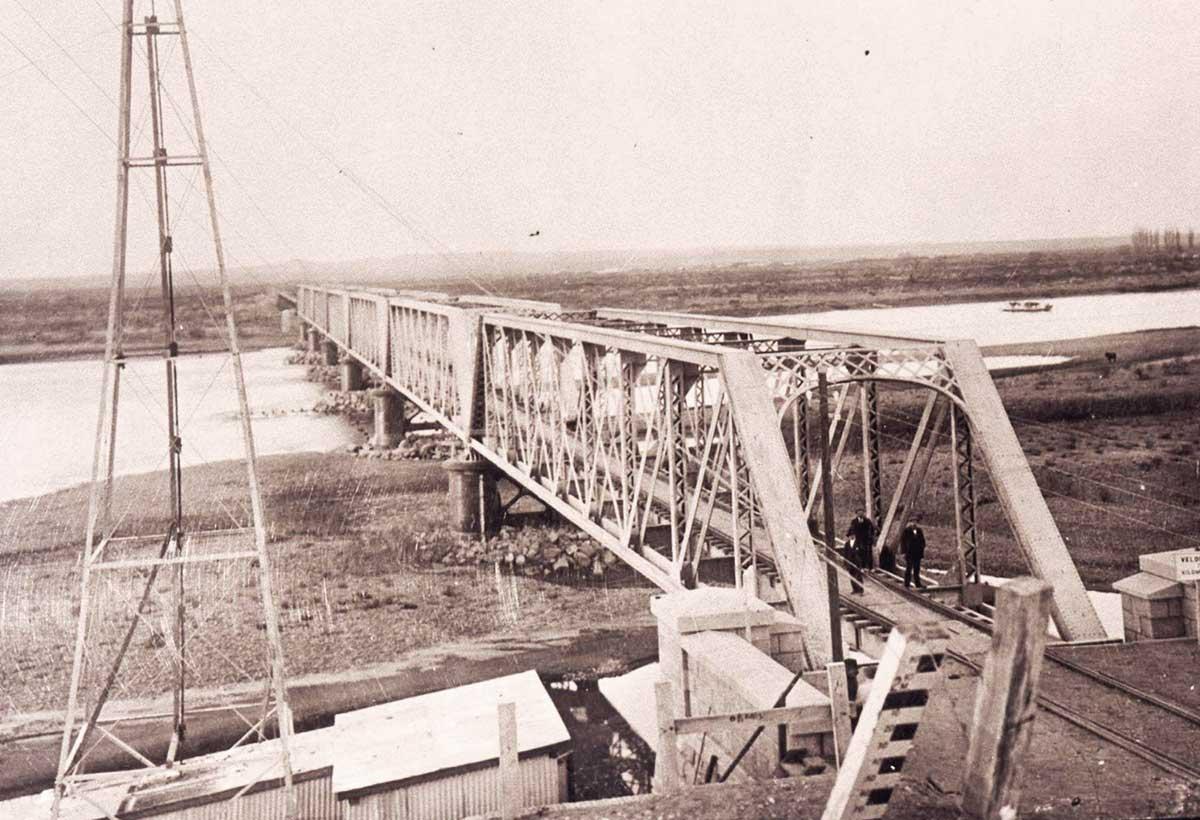 Puente ferroviario en construcción