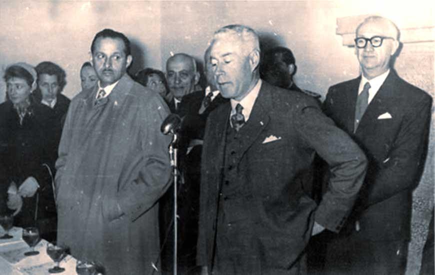 El subcomisario Ángel Edelman, con el tiempo, se convirtió en el primer Gobernador constitucional del Neuquén. En la foto, discurso en la inauguración de su mandato.