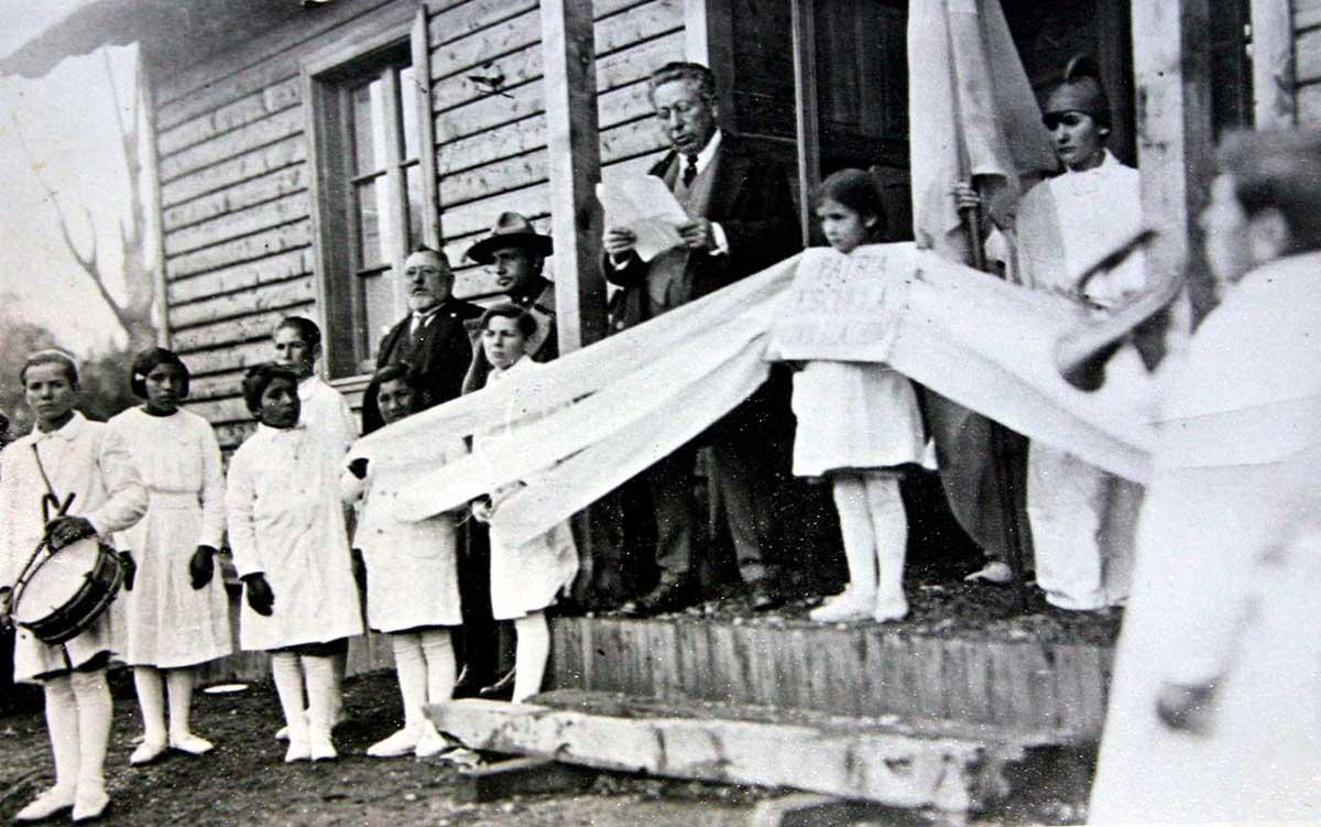 Alumnos de la escuela 104 en la inauguración