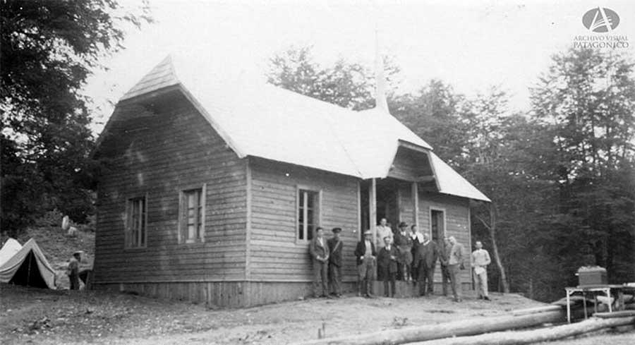 Edificio de la Estación Radiotelegráfica en Paraje Correntoso construida en el año 1932 por el empresario Primo Capraro con fondos aportados por las familias Bustos, Ortiz Basualdo, Lynch e innumerables vecinos.